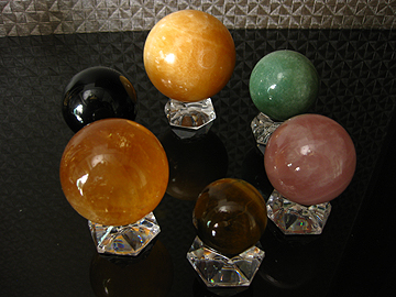 SL10084-3crystalballs